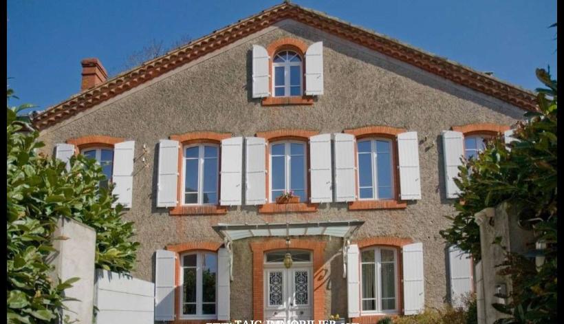 A vendre Castres Belle maison de maître parfaitement restaurée de 250 m2 sur parc séculaire de 8433m2. Proche toutes commodités.