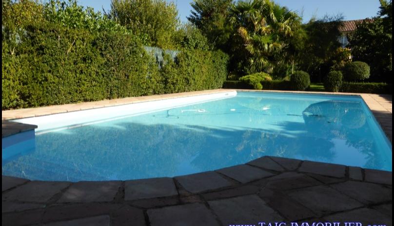 A vendre Rabastens centre ville Maison de maître sur 315m2, dépendance,piscine